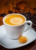 Xícara de café com feijões Foto de Stock