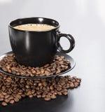 Xícara de café com feijões Fotografia de Stock