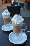 Xícara de café com gelado e chantiliy Foto de Stock