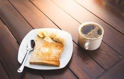 Xícara de café com pão e banana Fotografia de Stock Royalty Free