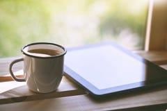 Xícara de café com tablet pc Imagem de Stock