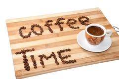 Xícara de café com tempo do café das letras fotografia de stock