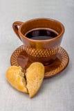 Xícara de café, coração quebrado Fotos de Stock Royalty Free
