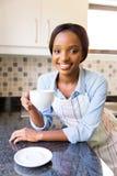 Xícara de café da mulher foto de stock