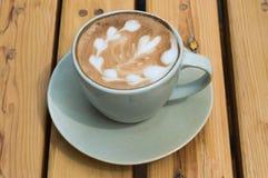 Xícara de café do close up atrasada Fotografia de Stock