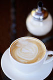 Xícara de café e açúcar em um recipiente foto de stock royalty free