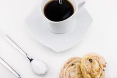 Xícara de café e bolos deliciosos do maçapão Imagem de Stock