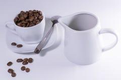 Xícara de café e chaleira Fotografia de Stock Royalty Free