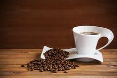 Xícara de café e feijões Imagens de Stock