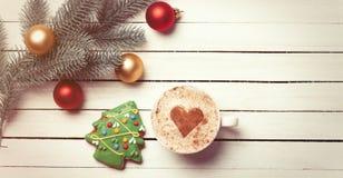 Xícara de café e pão-de-espécie do Natal Foto de Stock
