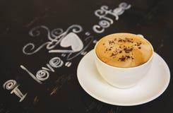 Xícara de café na tabela de madeira Fotos de Stock Royalty Free