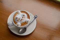 Xícara de café, na tabela de madeira, fim acima Foto de Stock Royalty Free
