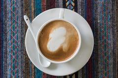 Xícara de café na toalha de mesa Imagem de Stock Royalty Free
