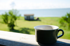 Xícara de café na varanda foto de stock royalty free