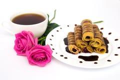Xícara de café, panquecas e rosas Foto de Stock Royalty Free