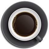 Xícara de café preta em pires Imagens de Stock Royalty Free