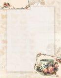 Xícara de chá chique gasto e rosas estacionárias ou fundo do estilo do vintage imprimível fotografia de stock royalty free