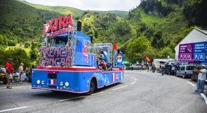 X台铁卡车-环法自行车赛2014年 库存照片