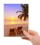 X28 χεριών και παραλιών των Μαλδίβες εικόνα & το photo& μου x29  Στοκ εικόνα με δικαίωμα ελεύθερης χρήσης
