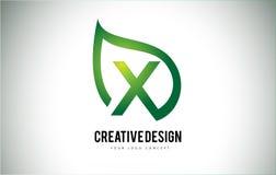 X дизайн письма логотипа лист с зеленым планом лист Стоковые Изображения