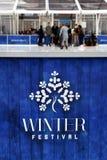 ' 冬天Festival'在冰rink&#x27的商标; s篱芭 免版税库存图片