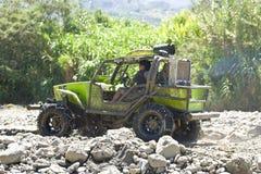 4X4竟赛者通过泥在厄瓜多尔 免版税库存照片
