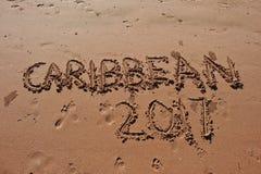 & x22; Caraïbische 2017& x22; geschreven in het zand op het strand Royalty-vrije Stock Afbeeldingen