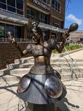& x22; Carmen Marimba& x22; treeby & x28 Lee Leuning & Sherri; SD& x29; ; Rzeźba na Sioux Spada SculptureWalk obraz royalty free