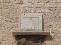 It& x27; 14:30 de s em um relógio de sol desde 1867 , na parede exterior de Bembo do palácio fotografia de stock royalty free