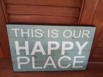 & x22; Denna är vår lyckliga place& x22; tecken royaltyfria foton