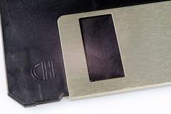 3 5 &#x22 ; disquette Support d'informations cassé à de vieux ordinateurs sur un isolat Image stock