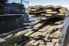 2x4 drewno Zaszaluje Gotowego Dla Budować Przy schronienie budową Obrazy Royalty Free