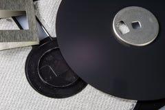 3 5 &-x22; dyskietka Łamany dane przewoźnik starzy komputery na isolat fotografia stock