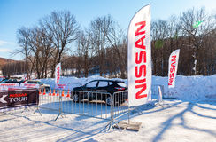 X-excursão de Nissan do evento dos carros na estância de esqui Krasnaya Glinka no Sa Fotografia de Stock