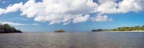 12x36 flytta sig mycket långsamt tropisk strandpanorama Arkivfoto
