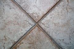X gebildet durch Bodenfliesen Stockbild