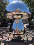 & x22; Mushroom& x22; por Bruce Stillman & por x28; MN& x29; ; Escultura em Sioux Falls SculptureWalk fotografia de stock