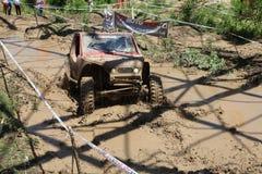 4x4 offroad voertuig in modder Stock Fotografie