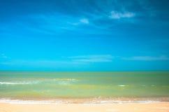 X på stranden och det tropiska havet Royaltyfri Fotografi