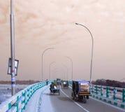 It& x27; s een brug Welke in kushtis gesitueerd is stock fotografie