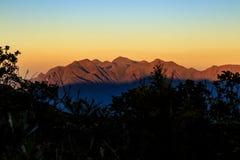It& x27; s nowy dzień przy górami Zdjęcia Royalty Free