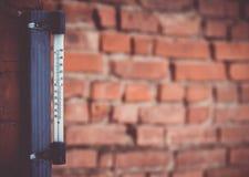 It& x27 ; s par jour chaud dehors avec le thermomètre reacing en haut Photographie stock