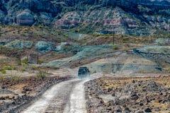 4x4 som är offroad i väg för öken för Baja California landskappanorama Arkivfoton