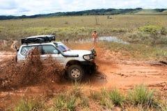 4x4 som kör till och med lynne i Venezuela Royaltyfri Foto