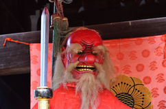 & x22; Tengu& x22; rood gezichtsdemon bij Japans heiligdom kyoto Stock Foto's
