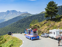 X-tragesamtwohnwagen in Pyrenäen-Bergen - Tour de France 2015 Lizenzfreie Stockbilder