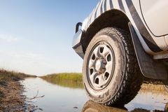 4x4 on wet trail Royalty Free Stock Photos