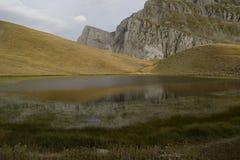 & x27; & x27; smoka lake& x27; & x27; tymfi, wysokogórski jezioro w Vikos†'Aoös parku narodowym Obrazy Stock