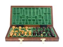 Xadrez de madeira dentro do tabuleiro de xadrez Fotografia de Stock Royalty Free