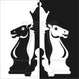 Xadrez, dois cavalos, rainha e penhor ilustração do vetor